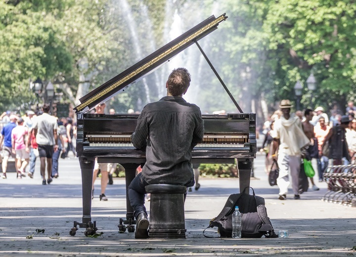 communication sonore un piano à Manhattan