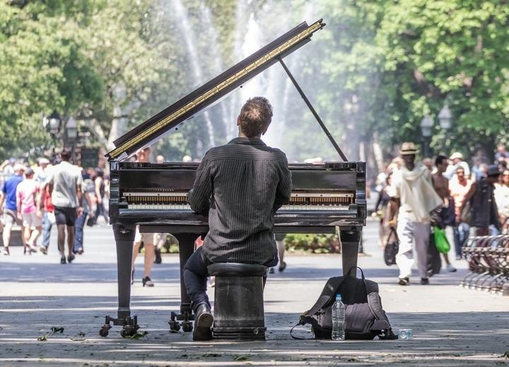 communication sonore un piano à Manhattan