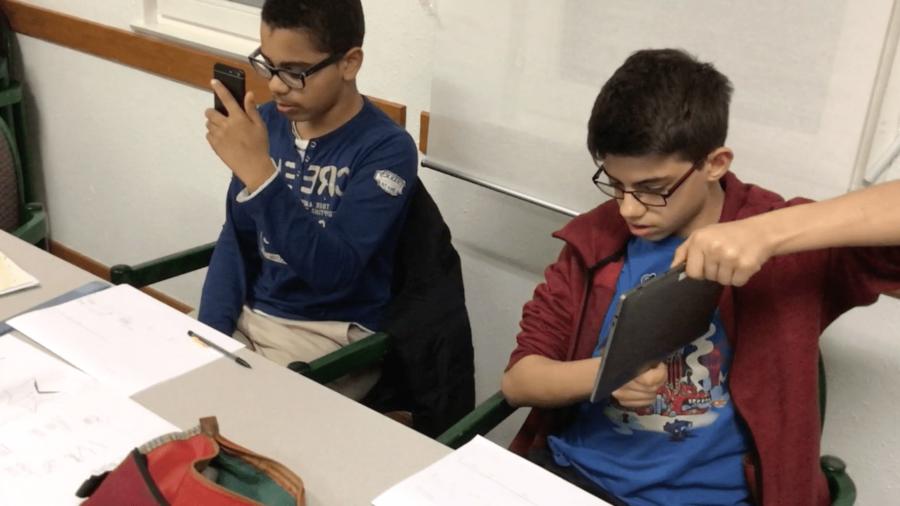 education musicale trio de smartphones