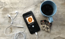 podcast natif Plan Sonore : la pause-café, smartphone et podcast