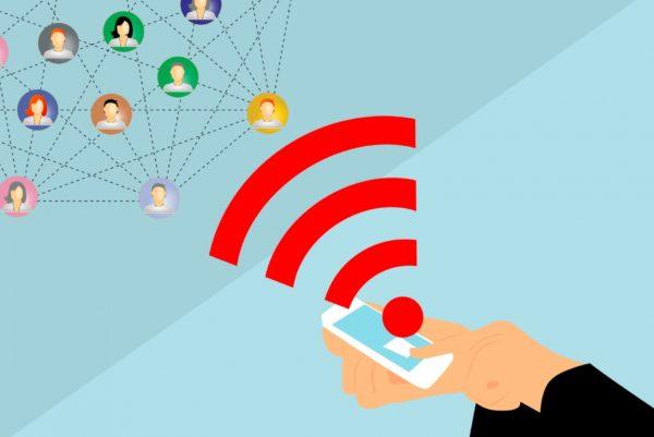 un smartphone permet de communiquer avec son réseau