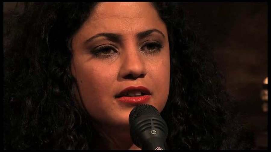 coronavirus voix chantée microphone