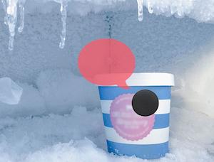 une balise Vocaleo collée sur un pot de glace au congélateur